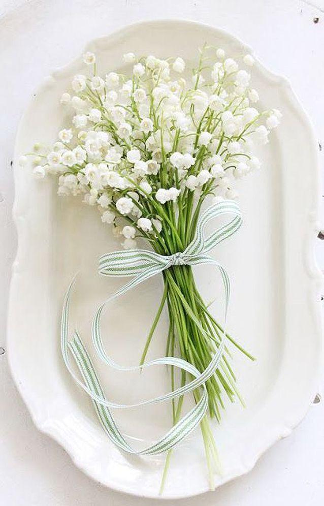 Bouquet de fleurs blanches muguet