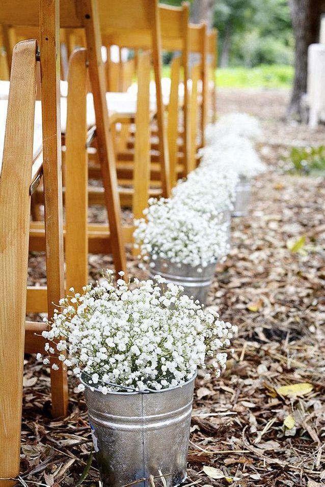 Bouquet de fleurs blanches pour l'église