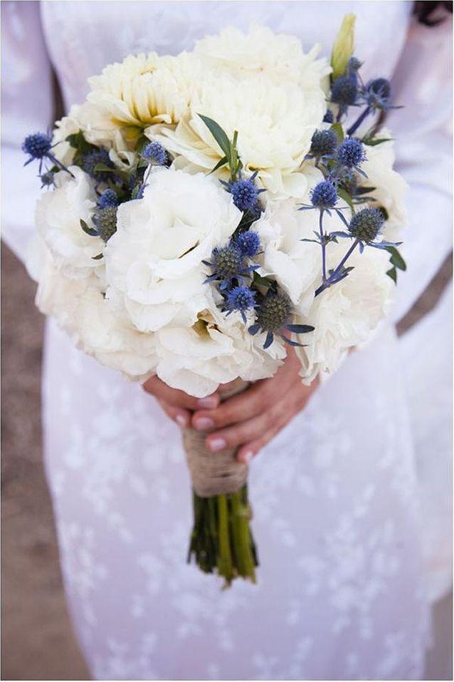 Bouquet de fleurs blanches pour la mariée