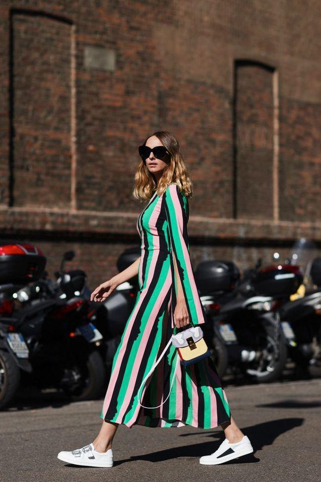 Une robe rayée + des baskets