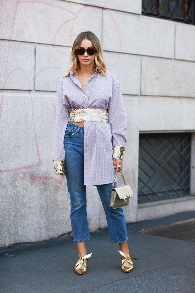 Un jean + une chemise longue + une grosse ceinture dorée