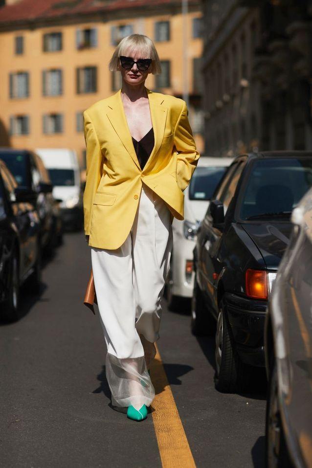 Un blazer d'homme + un pantalon fluide