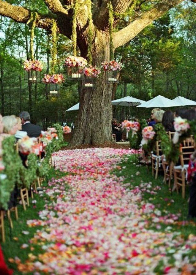 Décoration de fête avec des pétales de fleurs