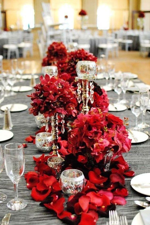 Pétales de roses pour chemin de table