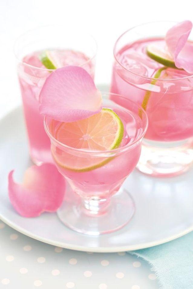 Pétales de roses pour décorer les cocktails