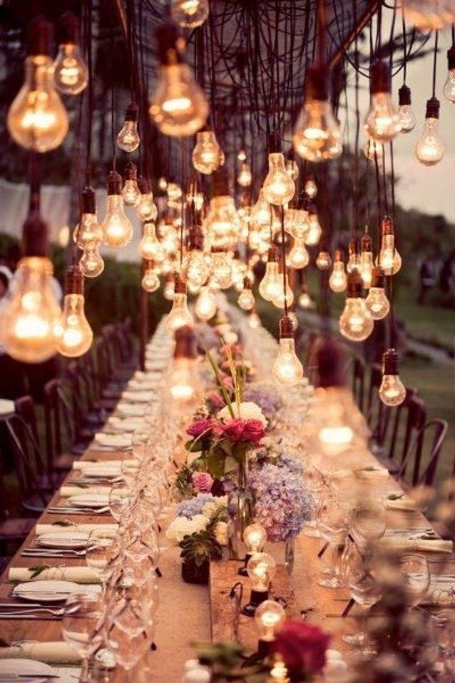 Un plafond d'ampoules