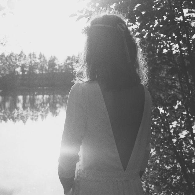 Le décolleté V dans le dos de la robe de mariée La Danse