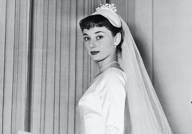 Histoire d'une tenue : les trois robes de mariée d'Audrey Hepburn