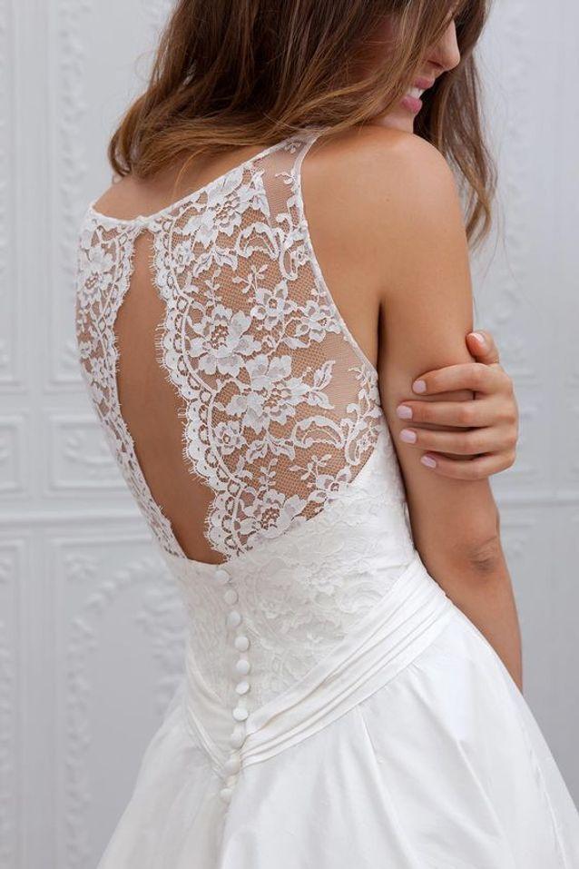 Robe de mariee sobre et elegante
