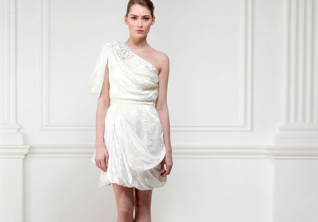 Robe de mariée : on ose l'asymétrie