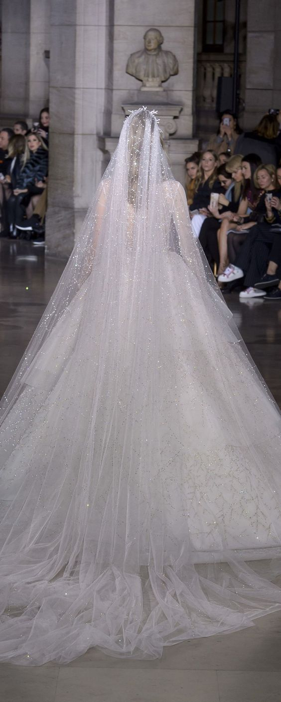 Robe de mariée princesse à long voile