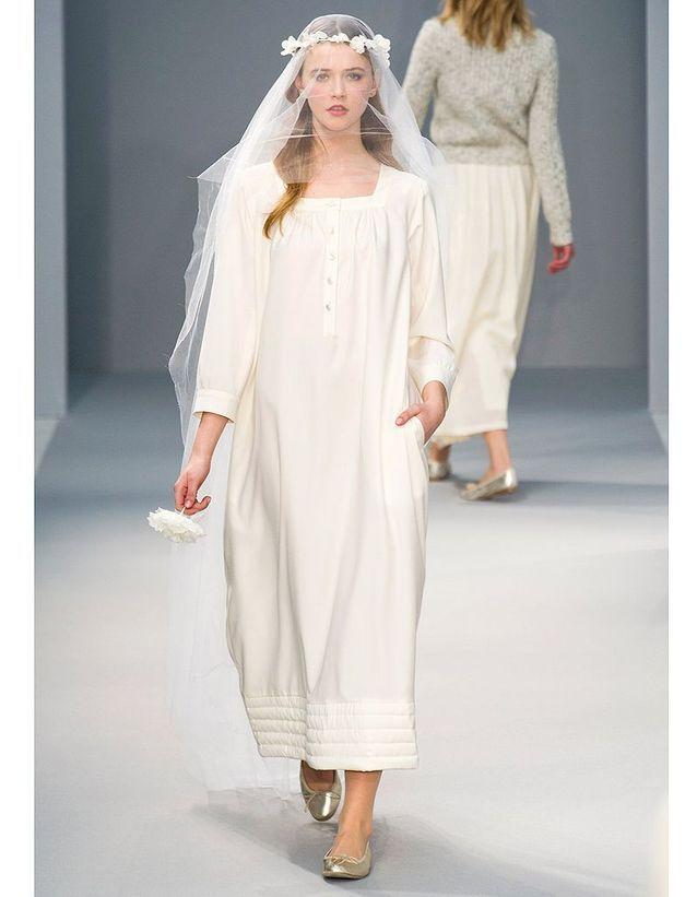 3e2767f00e5 L ambiance bucolique d Agnès b. - Robes de mariée   30 silhouettes ...