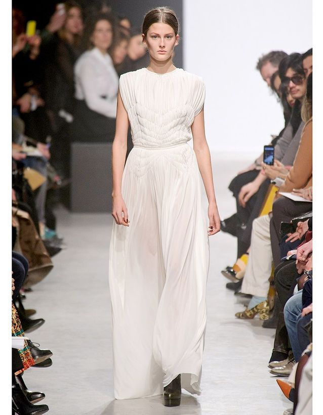 7433dc93357 Le plissé de Maison Rabih Kayrouz - Robes de mariée   30 silhouettes ...