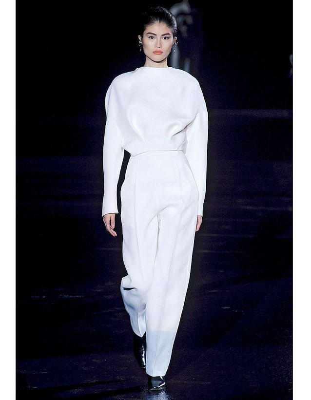 37025587dac Les volumes de Thierry Mugler - Robes de mariée   30 silhouettes de ...