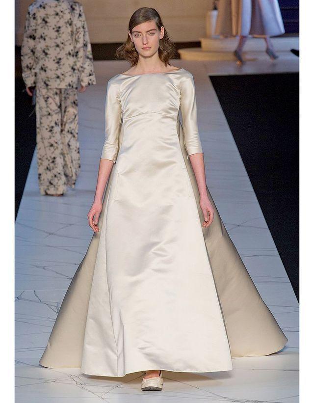 f97025a9d15 Majestueuse chez Rochas - Robes de mariée   30 silhouettes de ...