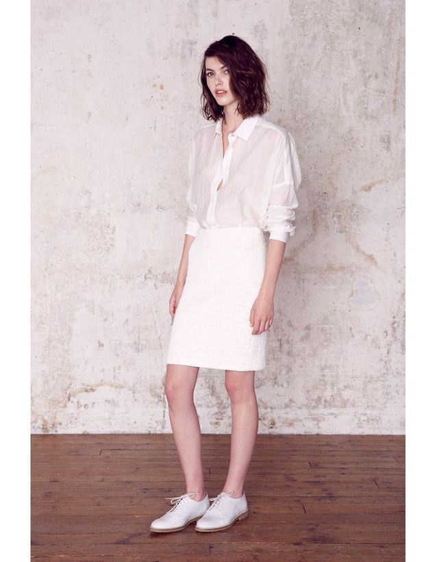 Chemise et jupe blanches