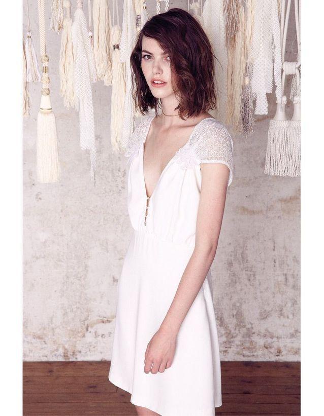 Petite robe blanche décolletée