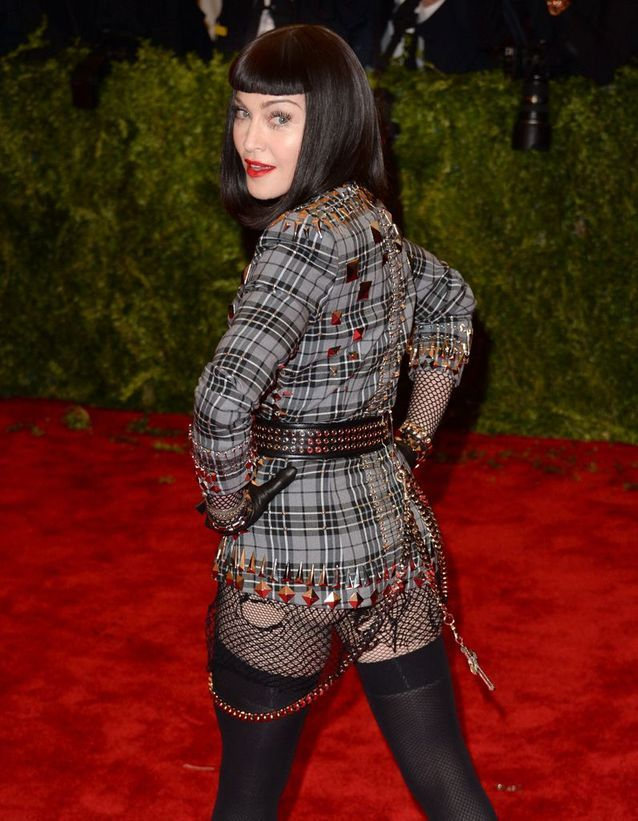 Madonna travaille à fond ses fessiers avant les tapis rouges