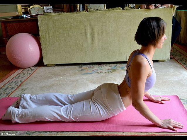 Minceur sport exercices coach julie ferrez echauffement sun salutation 8
