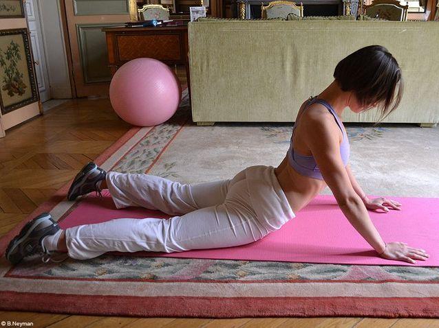 Minceur sport exercices coach julie ferrez ventre etirement posture du cobra