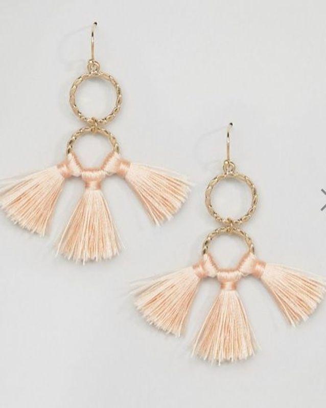 Boucles d'oreilles pompon rose Asos