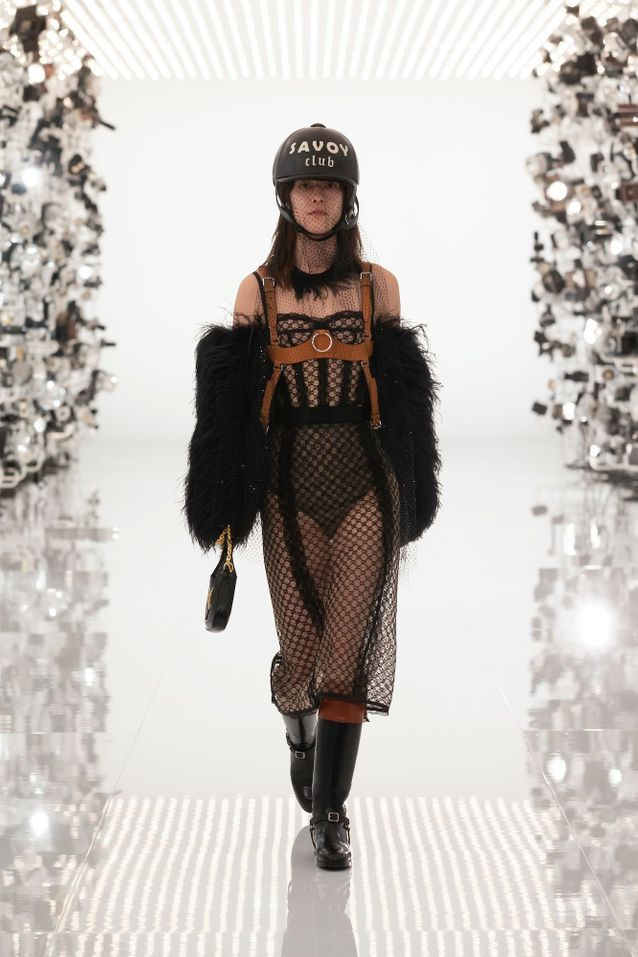 Bombe d'équitation Gucci + robe en mousseline