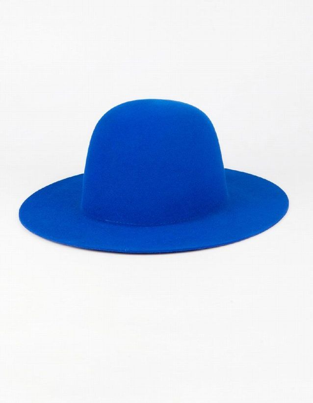 Chapeau bleu Etudes Studio