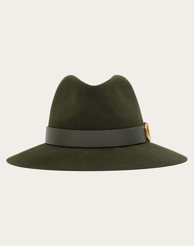 Tendance chapeaux de l'hiver : le bijou logo
