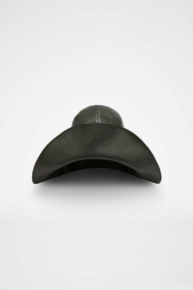 Tendance chapeaux de l'hiver : le cuir