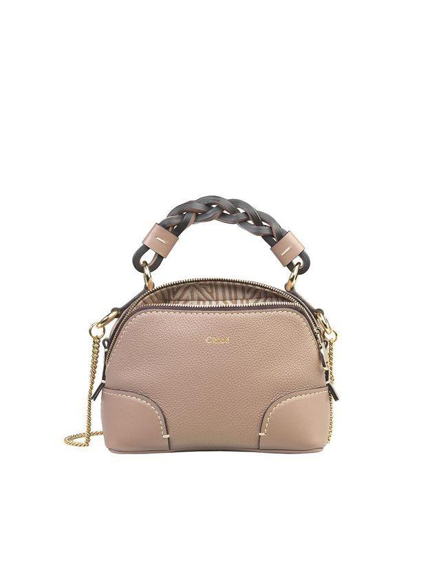 Chloé présente son nouveau sac Daria en version mini