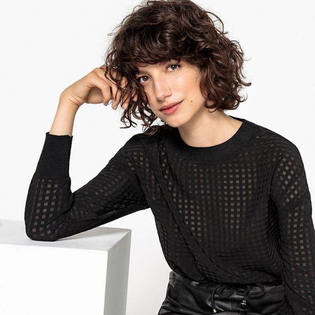 Une blouse ajourée