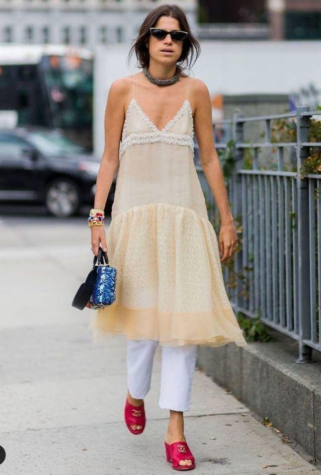Robe et jean par Leandra Medine