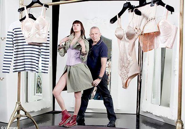 La leçon de mode du couturier : Gaultier prend le dessous!