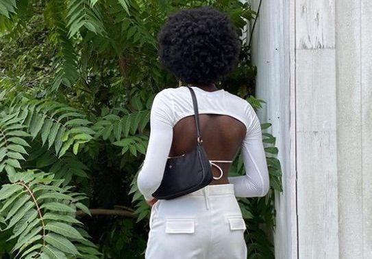 Le « Tie Back », la tendance mode qui fait fureur sur Instagram