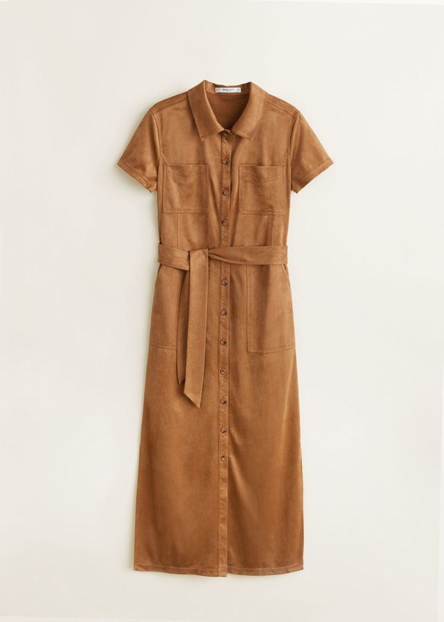 Une robe en suédine