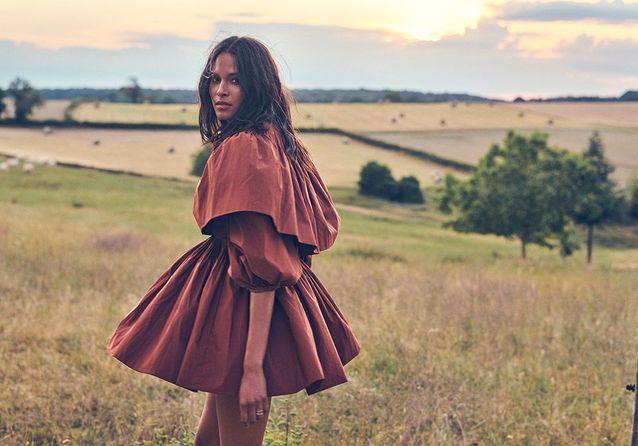 Série de mode : folk, solaire et décontracté, le style de l'été avec Cindy Bruna