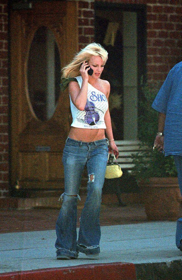 Le top asymétrique, l'une des coupes les plus marquantes des années 2000, pour un style pimpé ! - Britney Spears