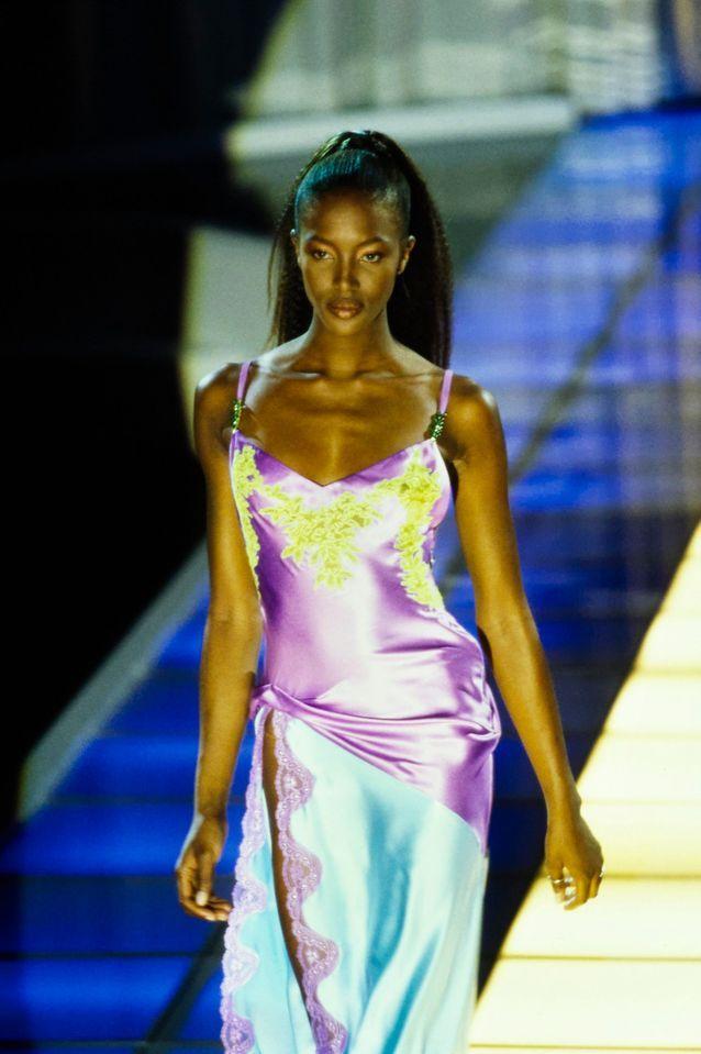 La robe colorée Versace, Naomi Campbell 1996