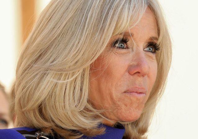 Brigitte Macron : reine du style dans sa nouvelle robe bleue
