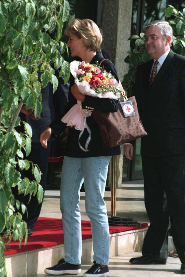 Princesse Diana en basket & blazer