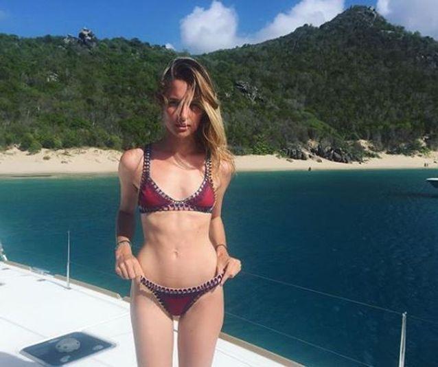 Ilona Smet et son bikini rouge