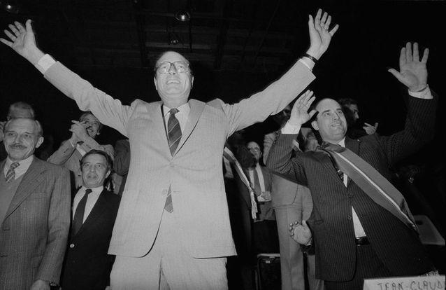 Jacques Chirac en costume