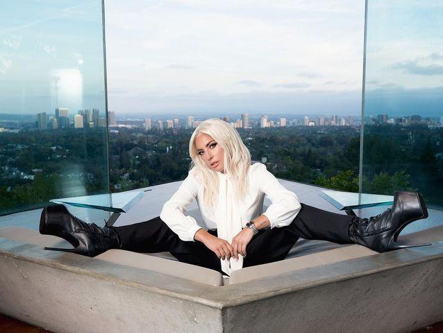 Lady Gaga en col lavallière