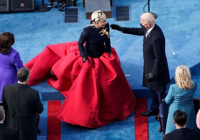 Lady Gaga : son look inspiré par Hunger Games à l'investiture déchaîne les passions