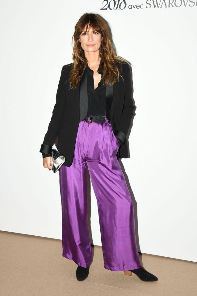 Le pantalon lamé violet de Caroline de Maigret