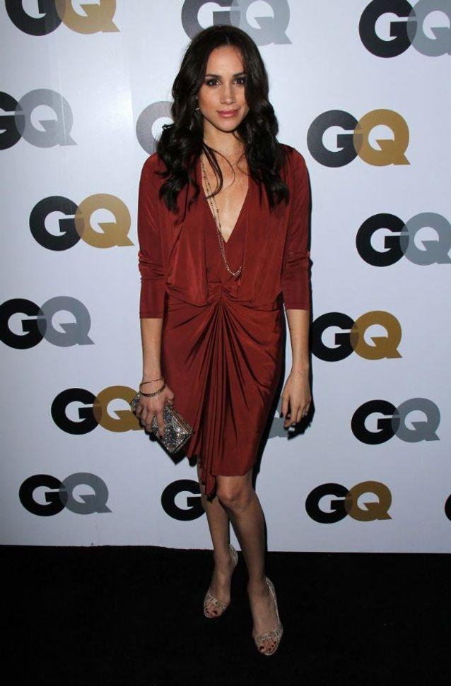 Meghan Markle en robe rouge bordeaux