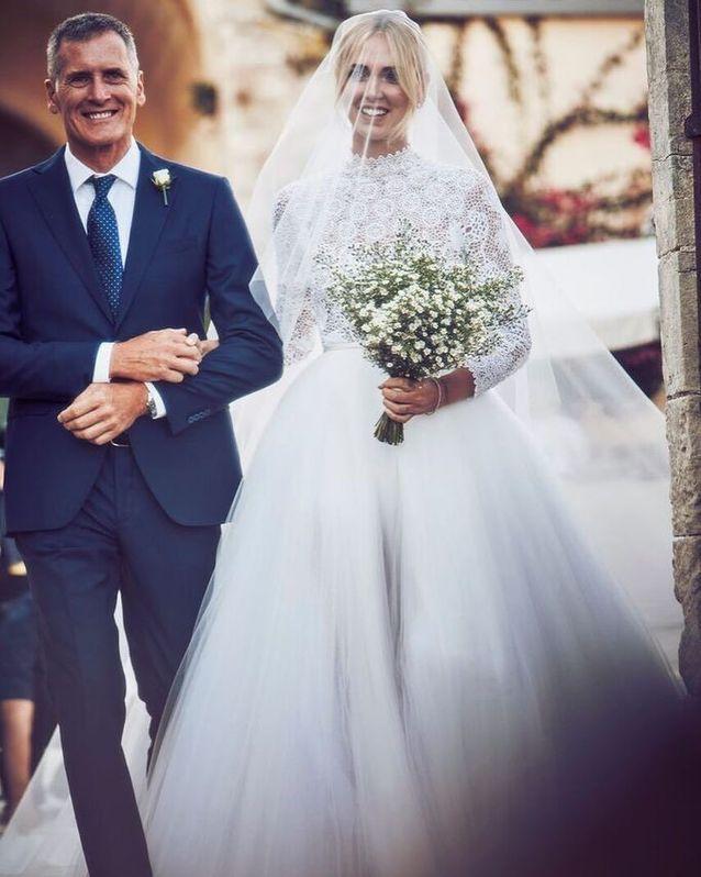 3bad6607693 Chiara Ferragni dans sa première robe de mariée signée Maria Grazia Chiuri  pour Dior
