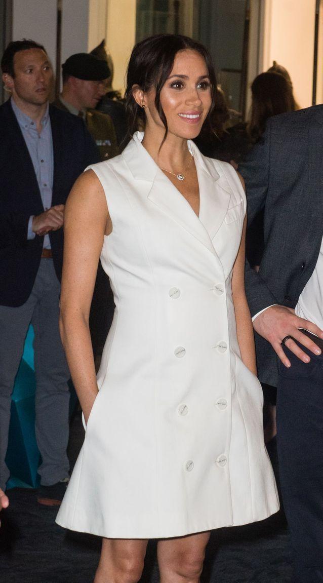 Meghan Markle en petite robe blanche façon smoking