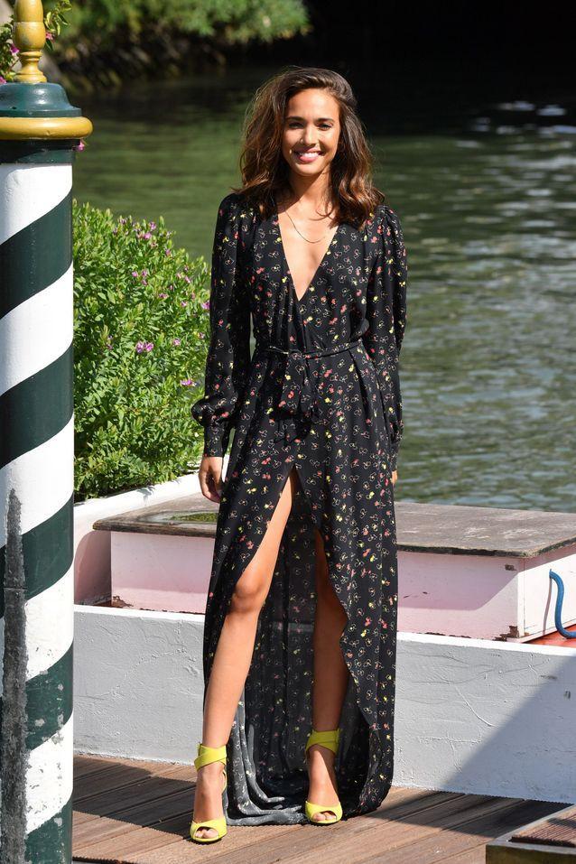 Ana Moya Calzado arrive à la Mostra de Venise