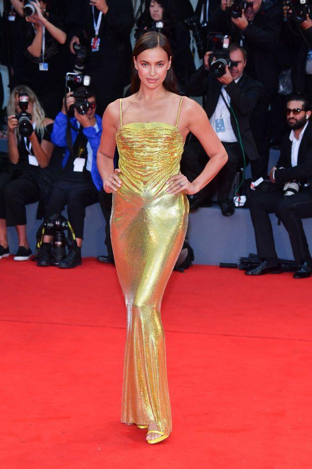 Irina Shayk sur le tapis rouge de la Mostra
